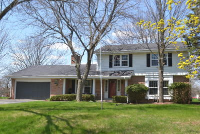 Mequon Single Family Home For Sale: 4644 W Laurmark Ct