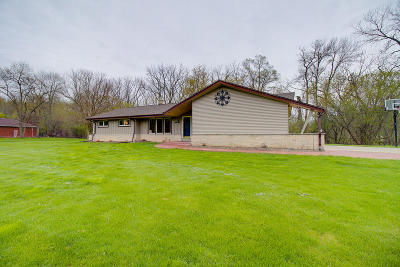 Brookfield Single Family Home Active Contingent With Offer: 13855 Waynescott Rd