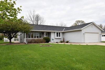 Belgium, Cedar Grove, Howards Grove, Kohler, Oostburg, Plymouth, Port Washington, Random Lake, Saukville, Sheboygan, Sheboygan Falls Single Family Home For Sale: 261 S Heritage St