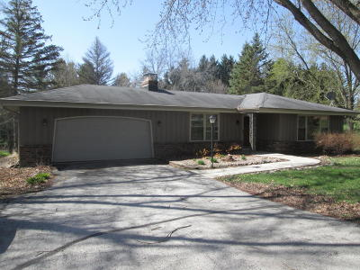 Waukesha Single Family Home For Sale: S55w29577 Holiday Rd