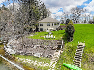 Single Family Home Active Contingent With Offer: 135 E Lake Ln