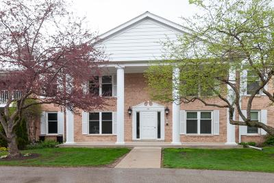 Mequon Condo/Townhouse Active Contingent With Offer: 933 Heritage Ct #106