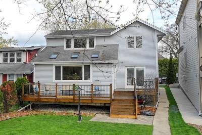 Pewaukee Single Family Home For Sale: N29w27529 Peninsula Dr
