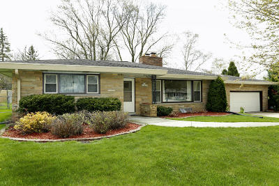 Muskego Single Family Home Active Contingent With Offer: S65w12931 Longfellow Ln