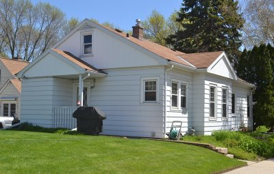 West Allis Single Family Home For Sale: 2077 S 96th St
