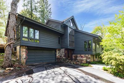 Elm Grove Single Family Home For Sale: 1425 Victoria Cir N