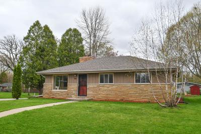Glendale Single Family Home Active Contingent With Offer: 1611 W Mill Rd