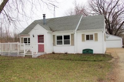 Pleasant Prairie WI Single Family Home Active Contingent With Offer: $139,900