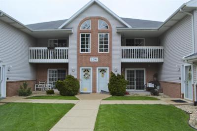 Kenosha Condo/Townhouse Active Contingent With Offer: 1296 Village Centre Dr #1