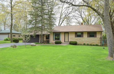 New Berlin Single Family Home Active Contingent With Offer: 1411 S Sherwood Dr