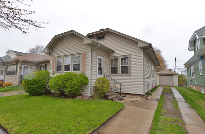 Racine Single Family Home For Sale: 1431 West Lawn Ave