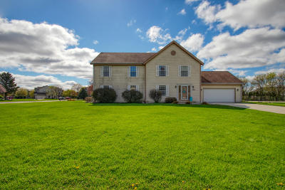 Pewaukee Condo/Townhouse Active Contingent With Offer: N27w26443 Christian Ct E #2