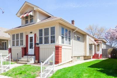 Racine Single Family Home Active Contingent With Offer: 1337 Hayes Ave