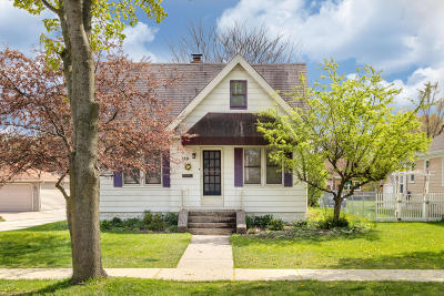 Waukesha Single Family Home For Sale: 113 W Wabash Ave