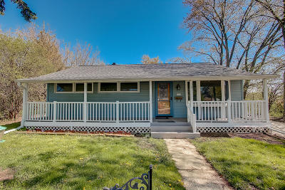 Milwaukee Single Family Home Active Contingent With Offer: 6101 W Burdick Ave