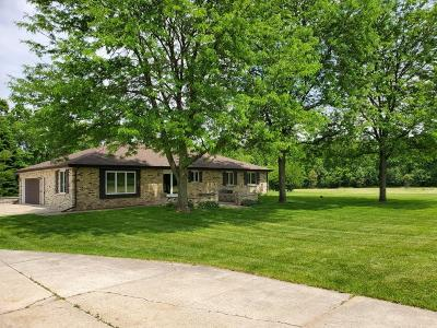 Oconomowoc Single Family Home For Sale: S23w33547 Morris Rd