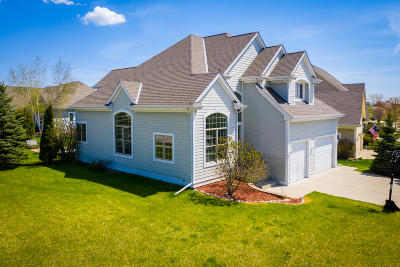 Grafton Single Family Home For Sale: 404 Bobolink Ave