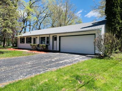Muskego Single Family Home Active Contingent With Offer: W144s6938 Dover Ln