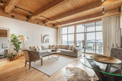 Milwaukee Condo/Townhouse Active Contingent With Offer: 541 E Erie St #404