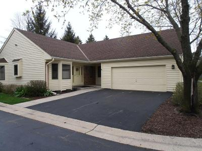 Greendale Condo/Townhouse Active Contingent With Offer: 5465 Wintergreen Ct