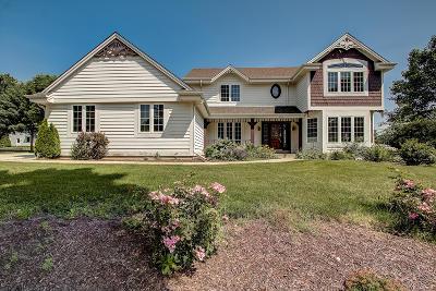 Waukesha Single Family Home For Sale: 2716 Lavine Ln