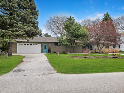 Sheboygan Single Family Home Active Contingent With Offer: 1323 N 38th St