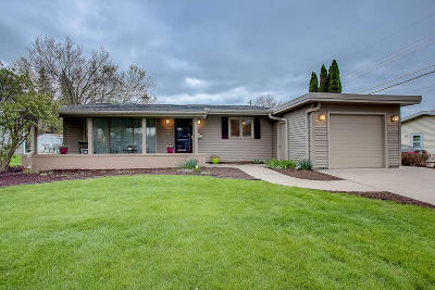 Greendale WI Single Family Home Active Contingent With Offer: $230,000