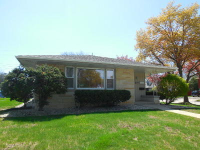 Milwaukee Single Family Home Active Contingent With Offer: 8667 W Grantosa Dr