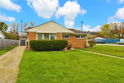 Racine Single Family Home Active Contingent With Offer: 2310 Loraine Ave