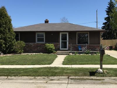Kenosha Single Family Home Active Contingent With Offer: 8741 37th Avenue