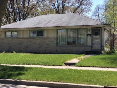 Milwaukee Single Family Home Active Contingent With Offer: 10433 W Caldwell Ave