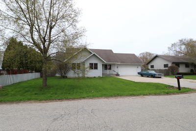 Pleasant Prairie WI Single Family Home For Sale: $225,000