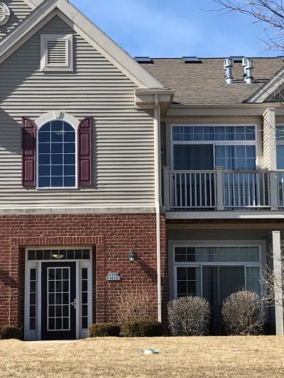 Jackson Condo/Townhouse Active Contingent With Offer: W206n6741 Blackberry Cir #1606