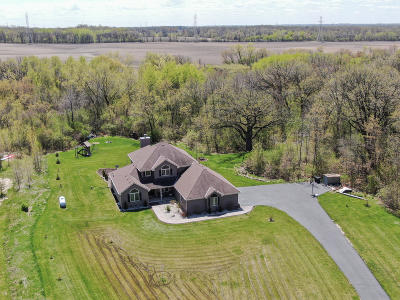 Muskego Single Family Home For Sale: 21431 8 Mile Rd