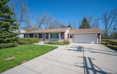 Saukville Single Family Home For Sale: 102 W Stoney Ridge Way