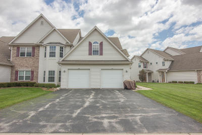 Slinger Condo/Townhouse Active Contingent With Offer: 484 Pine Cove Ct