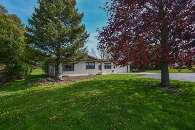 Oconomowoc Single Family Home Active Contingent With Offer: W2318 County Road O