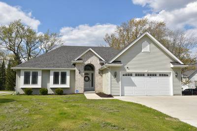 Menomonee Falls Single Family Home For Sale: N72w13850 Good Hope Rd