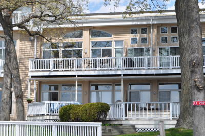 Elkhorn Condo/Townhouse Active Contingent With Offer: W5135 Sterlingworth Ct #16