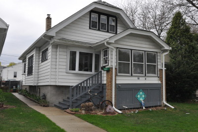 Milwaukee Single Family Home Active Contingent With Offer: 805 E Holt Ave