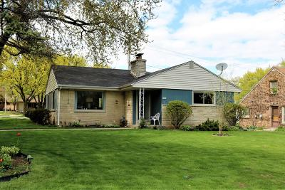 West Allis Single Family Home For Sale: 5850 W Kinnickinnic River Pkwy