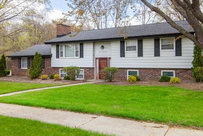 Washington County Single Family Home Active Contingent With Offer: 1124 E Kilbourn Ave
