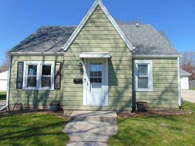 Sheboygan Single Family Home Active Contingent With Offer: 1828 N 21st St