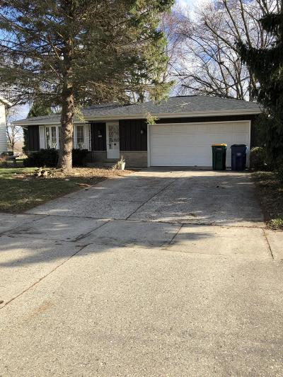 Oak Creek Single Family Home Active Contingent With Offer: 1211 W Willow Dr