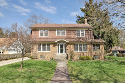South Milwaukee Single Family Home For Sale: 1205 Fairview Ave