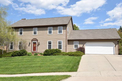 Waukesha Single Family Home Active Contingent With Offer: 3028 Minot Ln