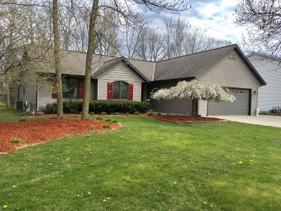 Sheboygan Single Family Home Active Contingent With Offer: 4329 Redwing Dr