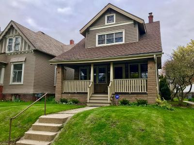 Milwaukee Single Family Home Active Contingent With Offer: 2539 N Humboldt Blvd