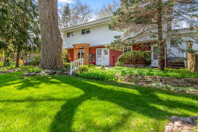 Pewaukee Single Family Home Active Contingent With Offer: N39w22641 Grandview Dr