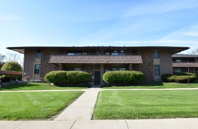 Milwaukee Condo/Townhouse Active Contingent With Offer: 8711 W Oklahoma Ave #D